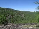 Вид с противоположного склона на центральную часть подъёма на Малханский хребет